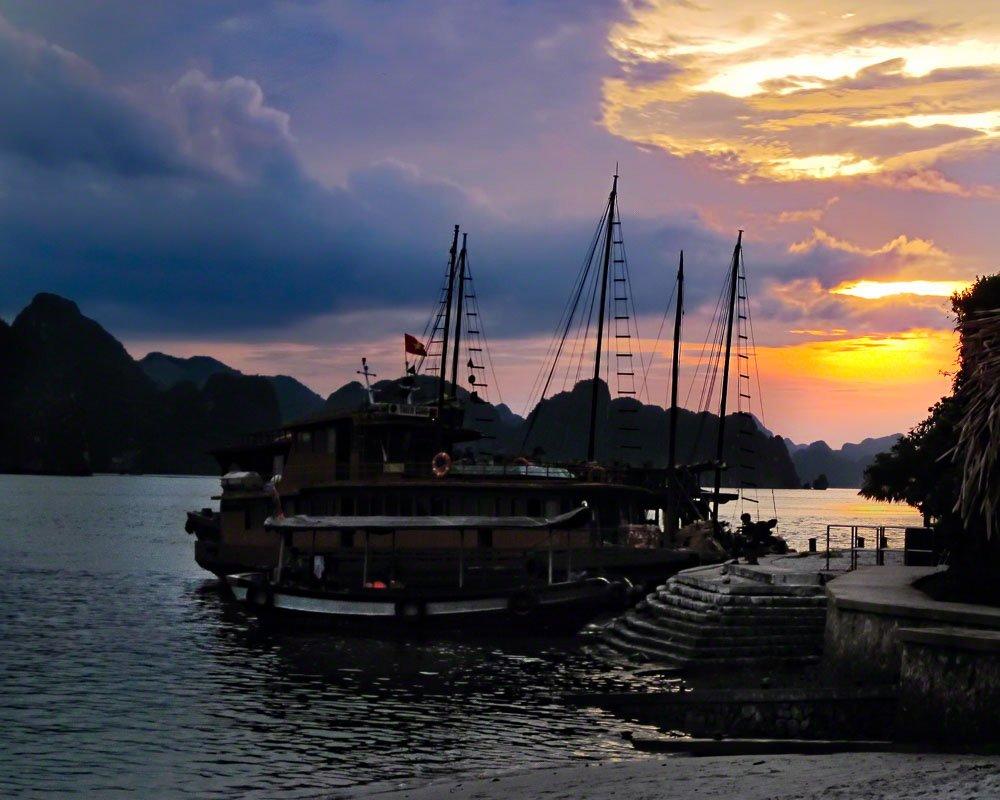IntentionallyLost.com Ha Long Bay Sunset