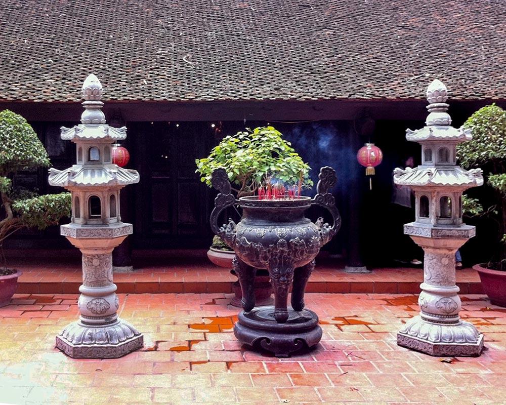 IntentionallyLost.com Oldest Pagoda in Hanoi