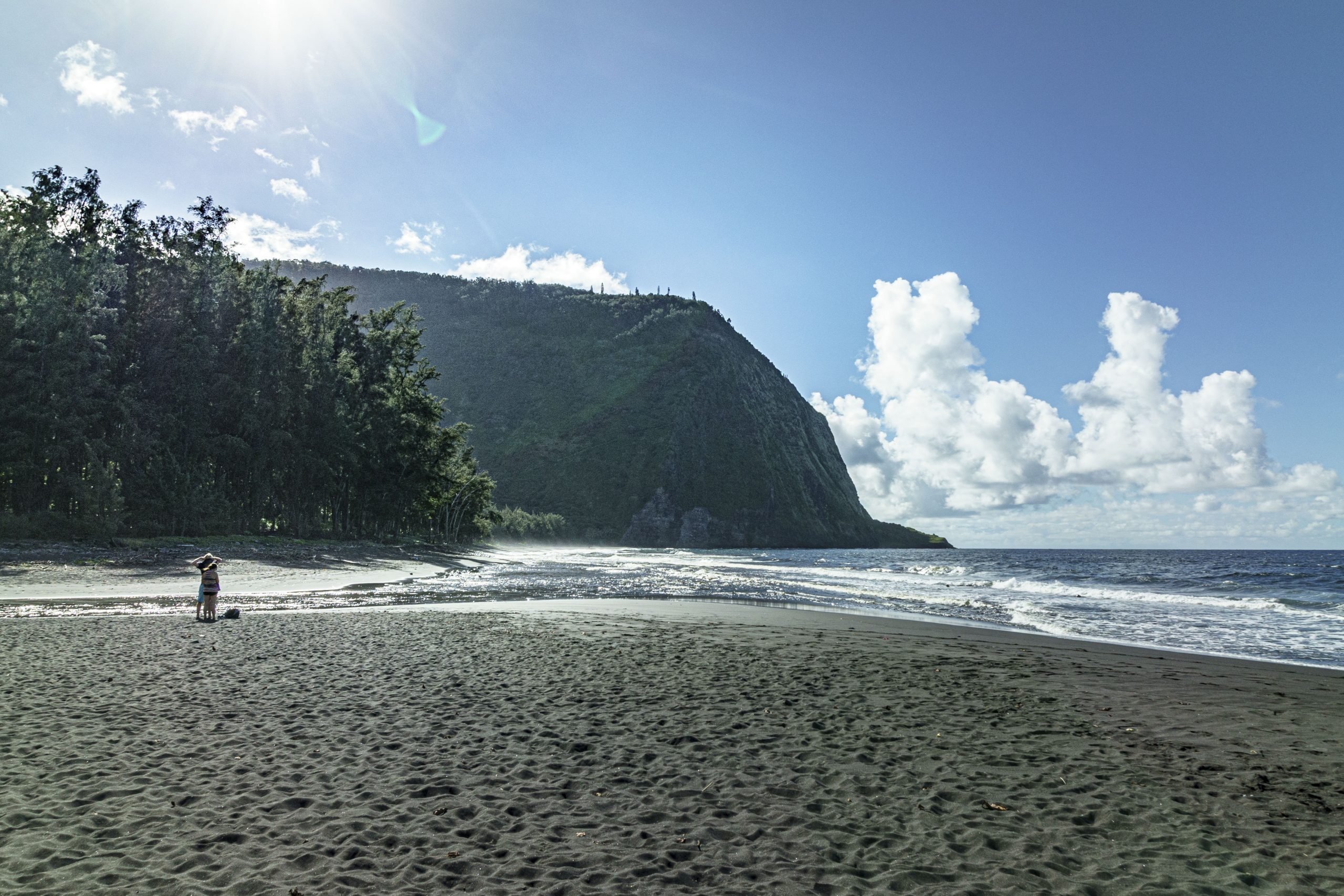 Hiilawe Black Sand Beach in Hawaii with Intentionally Lost and Kevin Wenning #intentionallylost